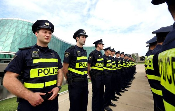 Как една страна уволни цялата си пътна полиция