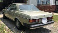 Този Mercedes-Benz 300 Diesel блести и след 30 години