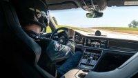 Вижте как Porsche Panamera Turbo S поставя рекорд за скорост