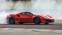 Възрастен шофьор на Twingo потроши ново Ferrari