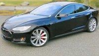 Tesla отказа ремонт по гаранция на Model S, повредена от дъжд