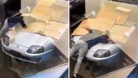 Собственик на Toyota Supra защити колата си с тяло