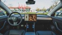 Google се присмя на автопилота на Tesla