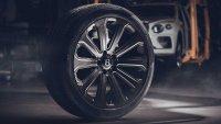 Bentley Bentayga се сдоби с най-големите карбонови джанти на света