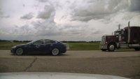 Шофьор на Tesla Model S бе хванат да спи зад волана със 140 км/ч