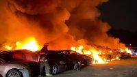 Мълния изпепели 40 автомобила на паркинг