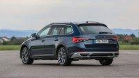 "Skoda Superb iV и Volkswagen Passat GTE не преминаха ""Лосовия тест"""