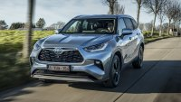 Toyota Highlander пристигна в Европа с хибридно AWD