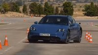 "Porsche Taycan Cross Turismo не се справи с ""Лосовия тест"""