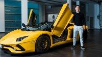 Пауло Дибала отпразнува гол с ново Lamborghini