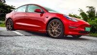Нисък пътен просвет спря Tesla Model 3 за голям пазар
