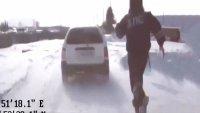 Полицай настигна преследван автомобил с тичане