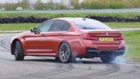 Колко по-бързо е BMW M5 с 4х4 отколкото само със задно?
