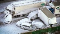 140 автомобила катастрофираха в снежна буря в Япония