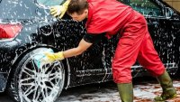 Защо е вредно честото миене на автомобила през лятото