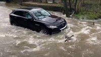 Собственик на Jaguar разбра по трудния начин, че не си е купил всъдеход