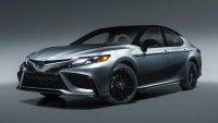 Toyota продължава да вярва в седаните