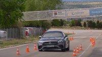 """Mercedes-Benz E-Class се справи по-добре с """"Лосовия тест"""" от S-Class"""