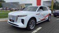 Китайският конкурент на Rolls-Royce Cullinan се оказа електрически