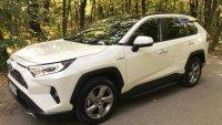 В крак с времето: Тестваме хибридната Toyota RAV4