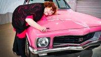 Откраднато преди 28 години розово купе беше върнато на собственичката