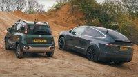 Fiat Panda сe пробва срещу Tesla Model X извън  пътя