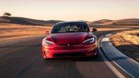 Вижте как Tesla Model S Plaid действа на притежатели на хиперколи