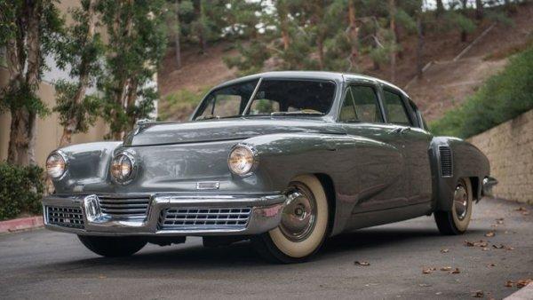 През 40-те гениалният изобретател Престън Тъкър реши по радикално различен начин проблема за натрошените стъкла при катастрофа. В своя новаторски Tucker 48 той направи предното стъкло нечупливо, но за сметка на това самооделящо се при удар. Това бе само една от многото оригинални идеи в този автомобил. Само година по-късно обаче компанията бе ликвидирана след скалъпен процес за борсови измами, зад който по-късно се доказа, че стоят интересите на трите гиганта от Детройт.