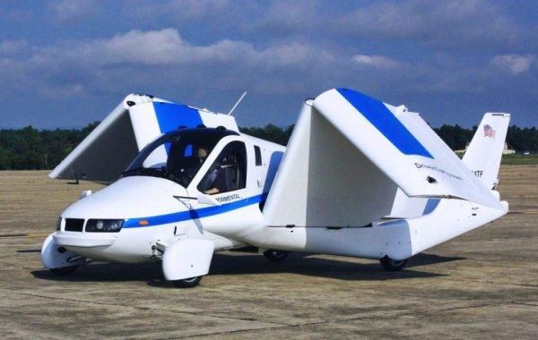 Още през 1927 Хенри Форд започна да експериментира с едноместен автомобил-самолет, но се отказа след смъртта на един от пилотите-изпитатели. Оттогава мечтата за кола, която при нужда може да лети, неизменно е на една ръка разстояние - без никога да я постигнем. Днес има компании като Terrafugia, които предлагат работещи хибриди, но и те се нуждаят от специални писти за излитане. Впрочем, като гледаме трафика по улиците, не ни се мисли какво би станало в небето, ако автомобилите ни можеха и да летят.
