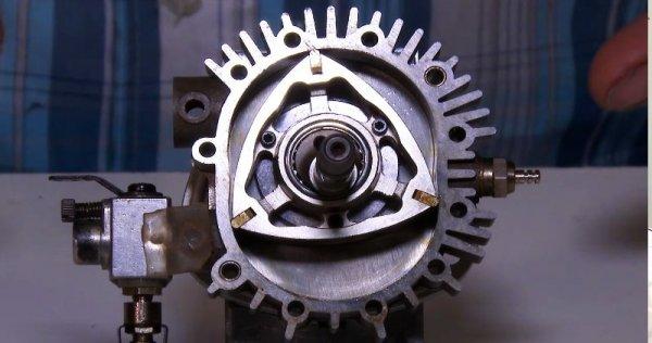 Това е технология, която вълнува автомобилните инженери още от първия патент на Феликс Ванкел през 1929. Но до момента предимствата на роторите неизменно се заличават от недостатъците им: лоша термална ефективност, висок разход на масло, и най-вече твърде много вредни емисии. Все пак компании като Mazda не се отказват от опитите да решат тези проблеми.