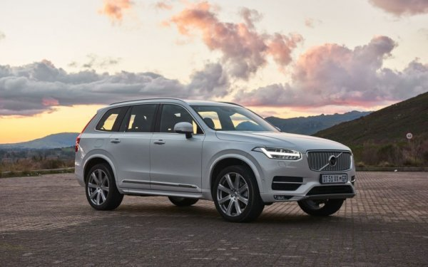 Hardly anyone is surprised that the XC90 is the first. Volvo models have long been considered one of the safest in the world, and leaders are no exception to the rule. One of his most powerful weapons is the presence