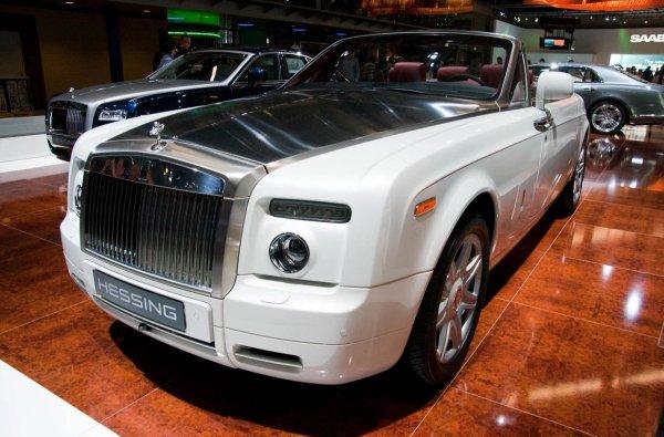 Повеќето сопственици на вакви автомобили ги користат за прошетки до казиното во Монте Карло.  Роуан Аткинсон, сепак, бил заинтересиран за други работи и наредил да ја опреми својата верзија со експериментален девет-литарски V16 мотор.