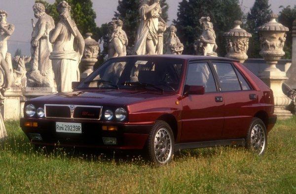 """Роуан имаше уште една Делта во 80-тите години, а во 1989 година го замени со оваа најмоќна верзија со 16 вентили.  Ентузијастички г-дин Бин дури напиша и статија за тоа во магазинот Car: """"Не можам да замислам друг автомобил способен да ве пренесе од точката А до точката Б побрзо од овој"""", инсистираше тој."""